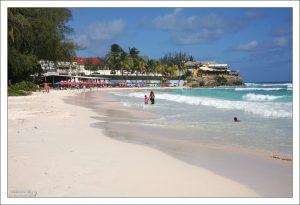 Один из лучших пляжей острова - Worthing beach.