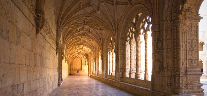 Португалия: монастырь с шипящими. Фоторепортаж