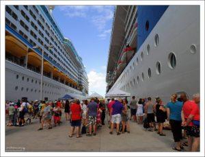 Круизные лайнеры в порту Сент-Джонс.