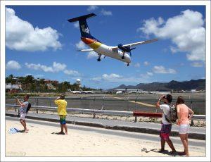 Длина взлетно-посадочной полосы в аэропорту им. Принцессы Юлианы составляет всего 2300 метров - этого едва достаточно для больших лайнеров.